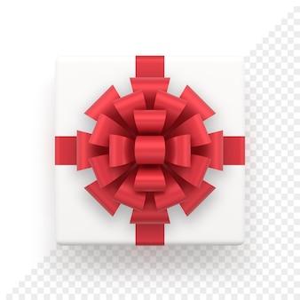 赤いリボンが付いたリアルな白いギフトボックス。クリスマスと新年の装飾のための上面図の正方形のプレゼント。休日のバナーやグリーティングカードのために白で隔離の装飾的なお祝いのオブジェクト。