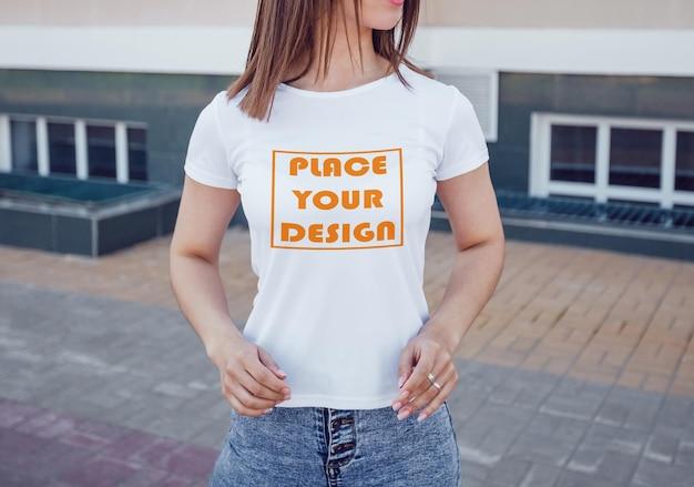 현실적인 흰색 티셔츠 모형