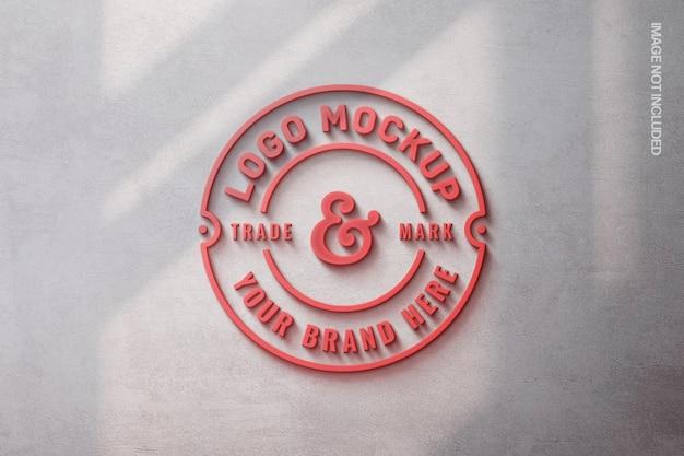 Красный светящийся макет логотипа с наложением тени