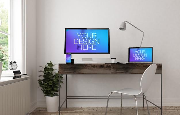 Макет адаптивного устройства на офисном столе
