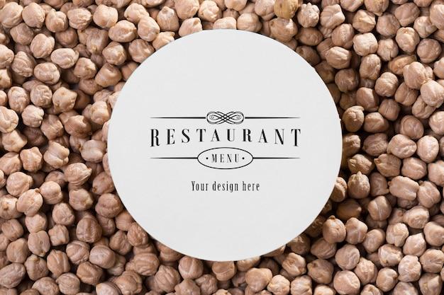 ヒヨコ豆を使ったレストランメニューのモックアップ