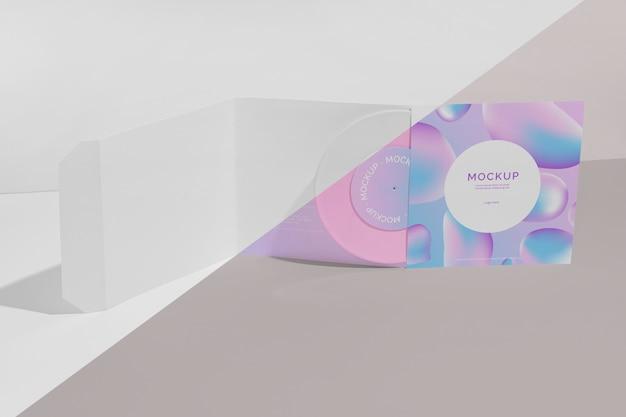 レトロなモックアップビニールディスクの抽象的なパッケージ