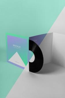 抽象的なパッケージのモックアップとレトロなビニールディスク