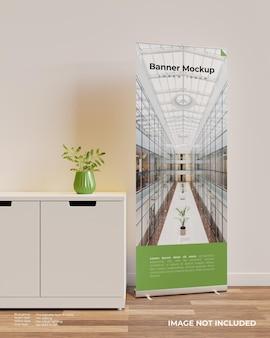 Сверните макет баннера в интерьере рядом со шкафом