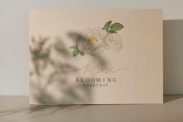 Роза цветущая повседневная открытка с шаблоном тени растений
