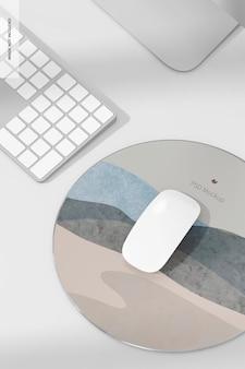 Мокап круглого алюминиевого коврика для мыши, крупным планом
