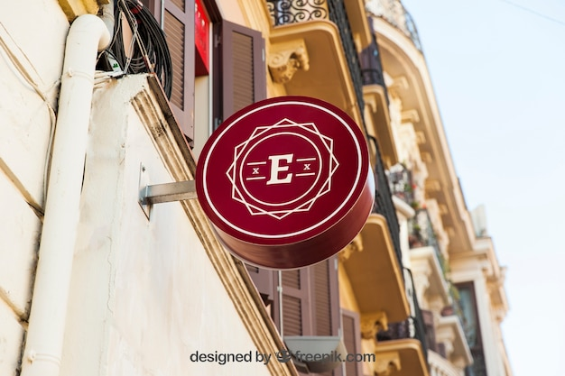 Круглый красный макет магазина