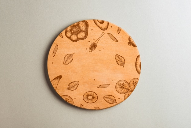 Round wooden plate with printed fruits
