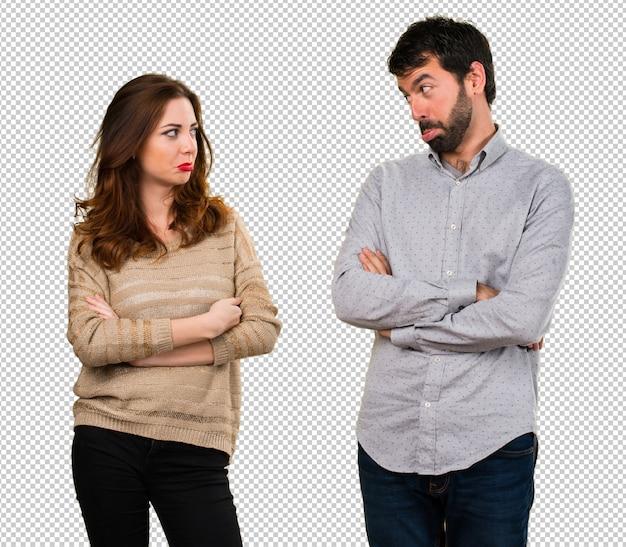 悲しい若いカップル