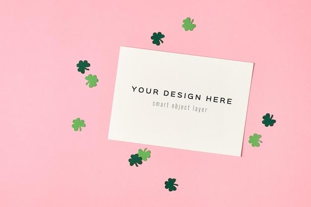 녹색에 종이 클로버 잎 세인트 patricks 일 인사말 카드 모형