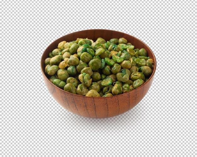 Соленый зеленый горошек в деревянной миске, вырез с тенью.