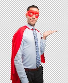 Удовлетворены супер бизнесмен показывает