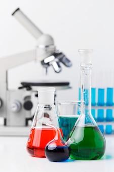 Расположение элементов науки с микроскопом