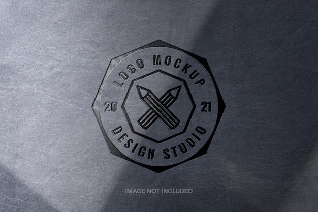 Поцарапанный металлический прессованный макет логотипа