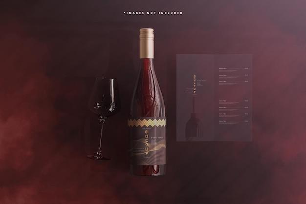 브로셔 또는 메뉴 모형이 있는 스크류 캡 와인 병