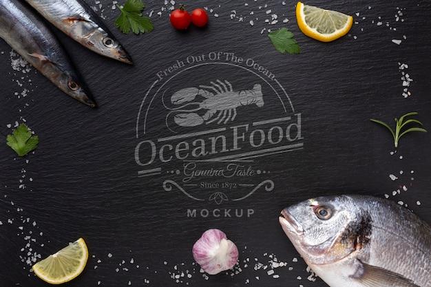 Ассорти из морепродуктов с макетом
