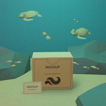 モックアップで水中の海の生物と段ボール箱