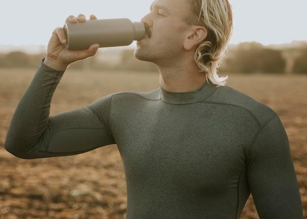 Мокап рубашки psd мужская спортивная одежда с длинными рукавами