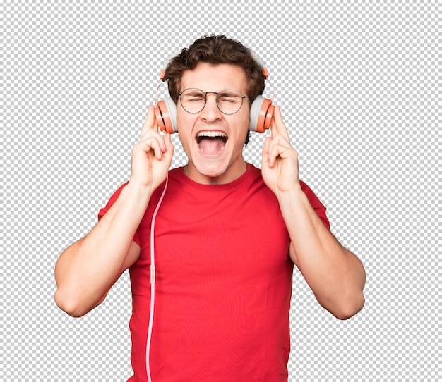 ジェスチャーを叫ぶショックを受けた若い男