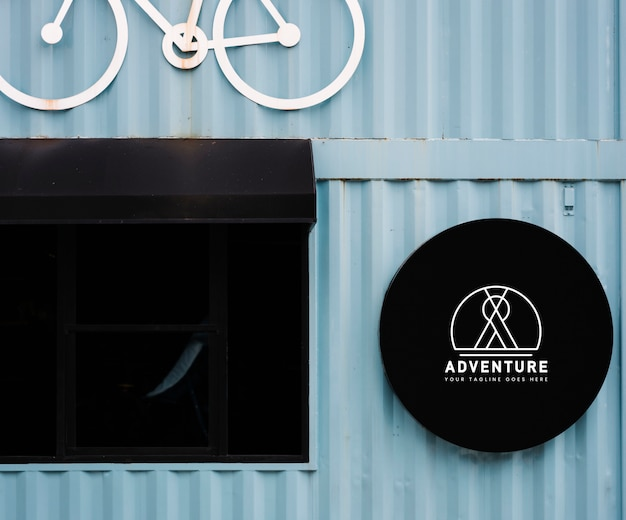 Shop front mockup with a decorative bicycle motif Free Psd