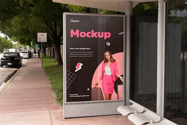 Shopping mockup di display per esterni pubblicitari