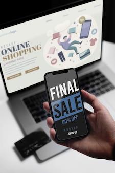 ノートパソコンとモバイルでオンラインショッピング