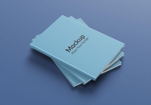 青い背景の側面図の現実的な本のモックアップ