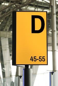 空港での看板のモックアップ