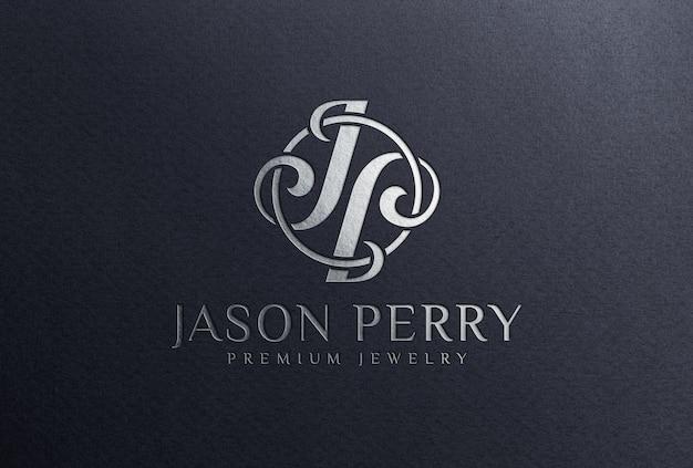 Мокап с логотипом из серебряной фольги на черной бумаге