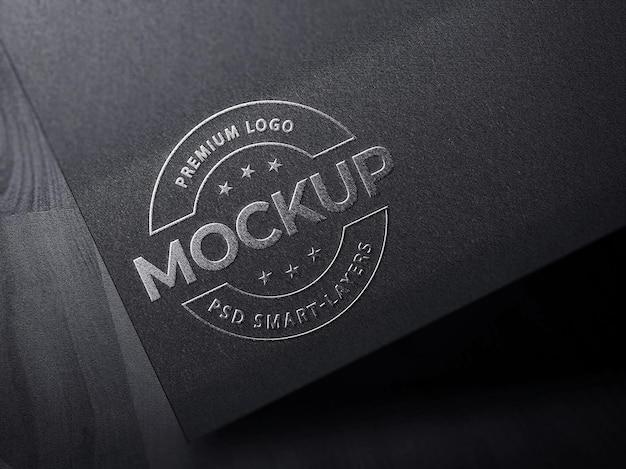 Серебряный роскошный макет логотипа на черной бумаге