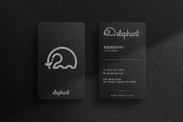 Простой логотип макет на черной визитной карточке
