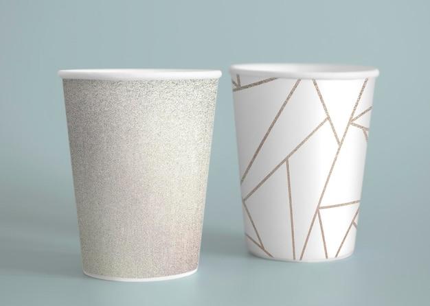 シンプルな紙のコーヒーカップのデザインのモックアップ