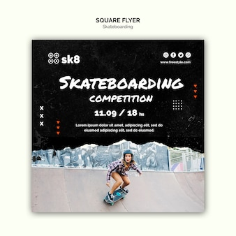 Modello di volantino quadrato concetto di skateboard