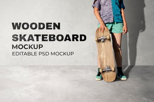 スケートボードモックアップpsd、十代の少女スケーターの背景