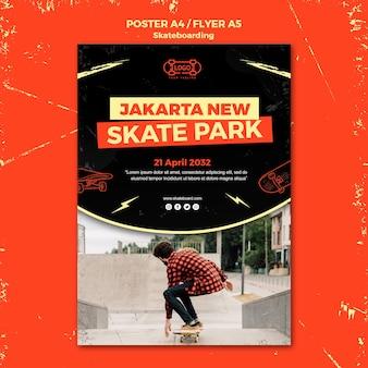 Modello di poster concetto di skateboard