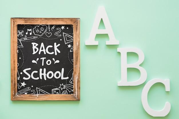 Шиферный макет с концепцией «назад к школе»