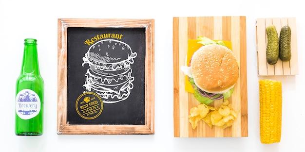 Mockup di ardesia con hamburger