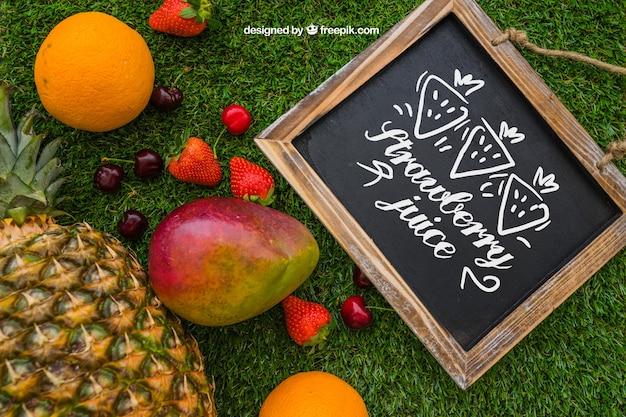 Ardesia con frutti estivi