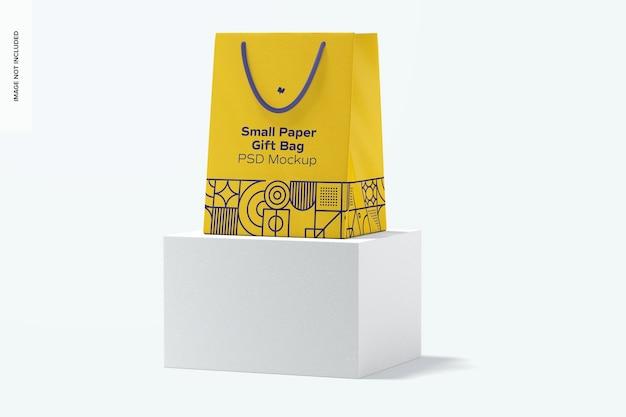 Небольшой бумажный подарочный пакет с макетом ручки из веревки