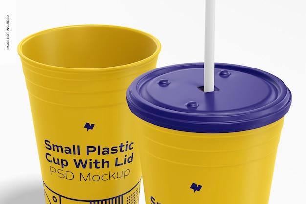 Маленький пластиковый стаканчик с крышкой, макет, крупным планом