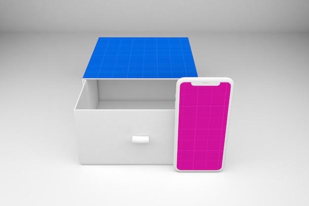Смартфон и открытая коробка
