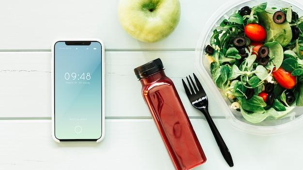 Mockup di smartphone con cibo sano