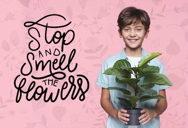 꽃 어린 귀여운 소년 모형 냄새