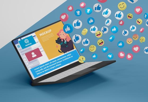 Приложение для социальных сетей на макете устройства
