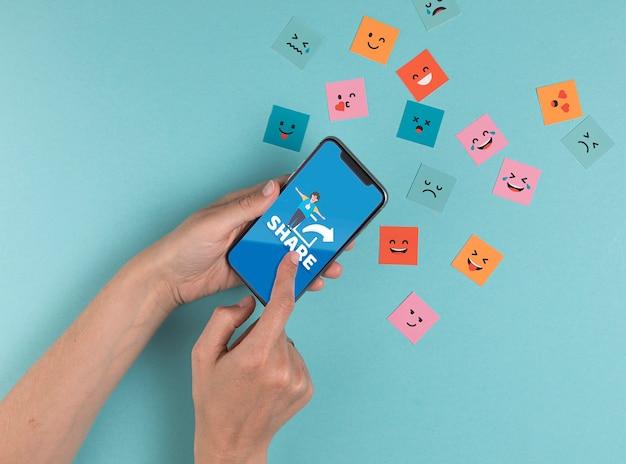 Концепция социальных медиа с смартфон и сообщение Бесплатные Psd