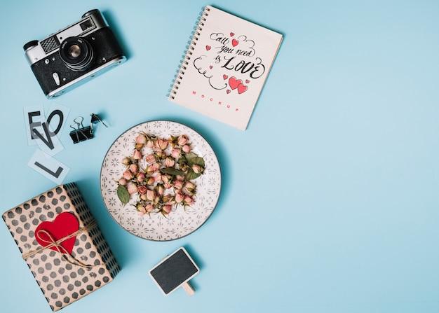 Mockup di quaderno a spirale per san valentino