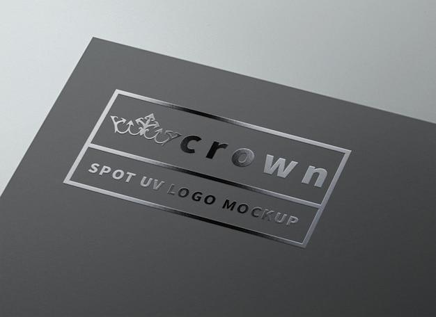 Spot uv макет логотипа на черной бумаге