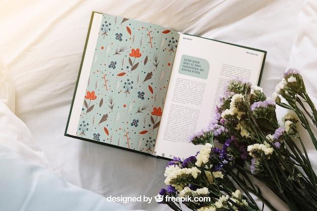 Весенний концепт-макет с открытой книгой и цветами