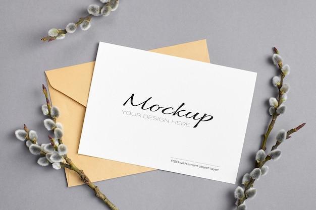 Весенний макет поздравительной открытки с конвертом и веточками вербы