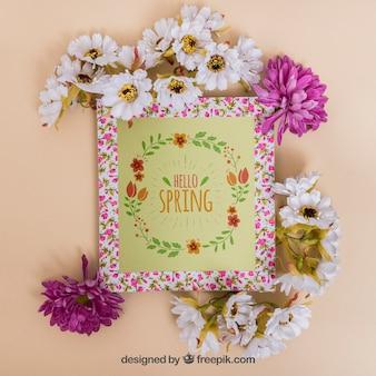 Весенний макет с рамкой и разными цветами